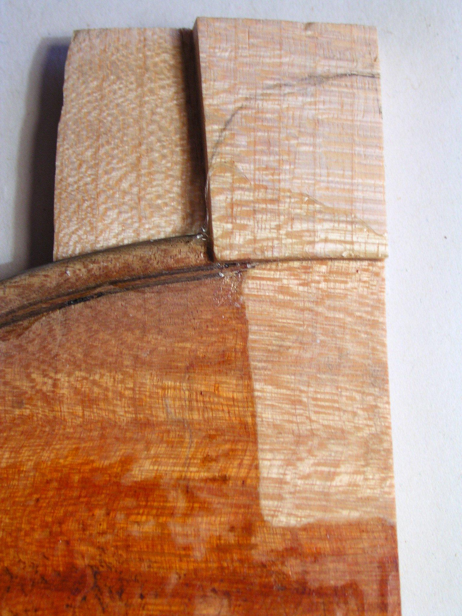 Futter und Zäpfchen aus einem neuen Stück Holz