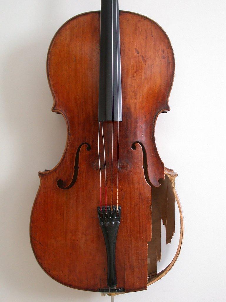 车祸后的大提琴修复